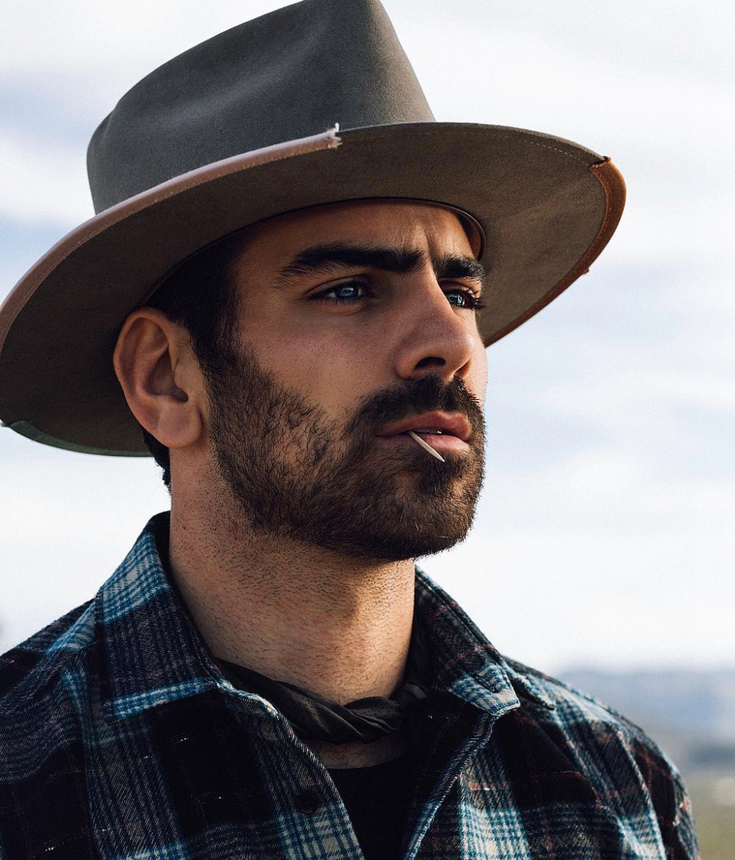 Nyle DiMarco famosos LGBT+ discapacidades invisibles