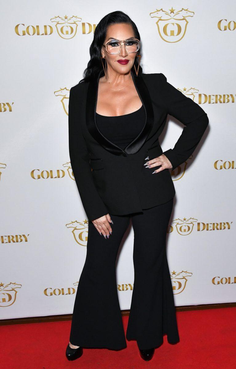 mujeres celebridades traje