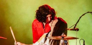 Mon Laferte baterista