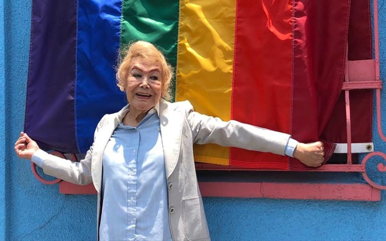 adultos mayores LGBTQ+ COVID