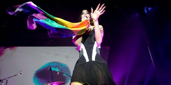celebridades-heterosexuales-bandera-lgbtq-dua-lipa