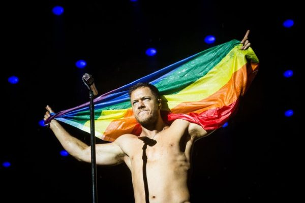 dan-reynolds-bandera-gay