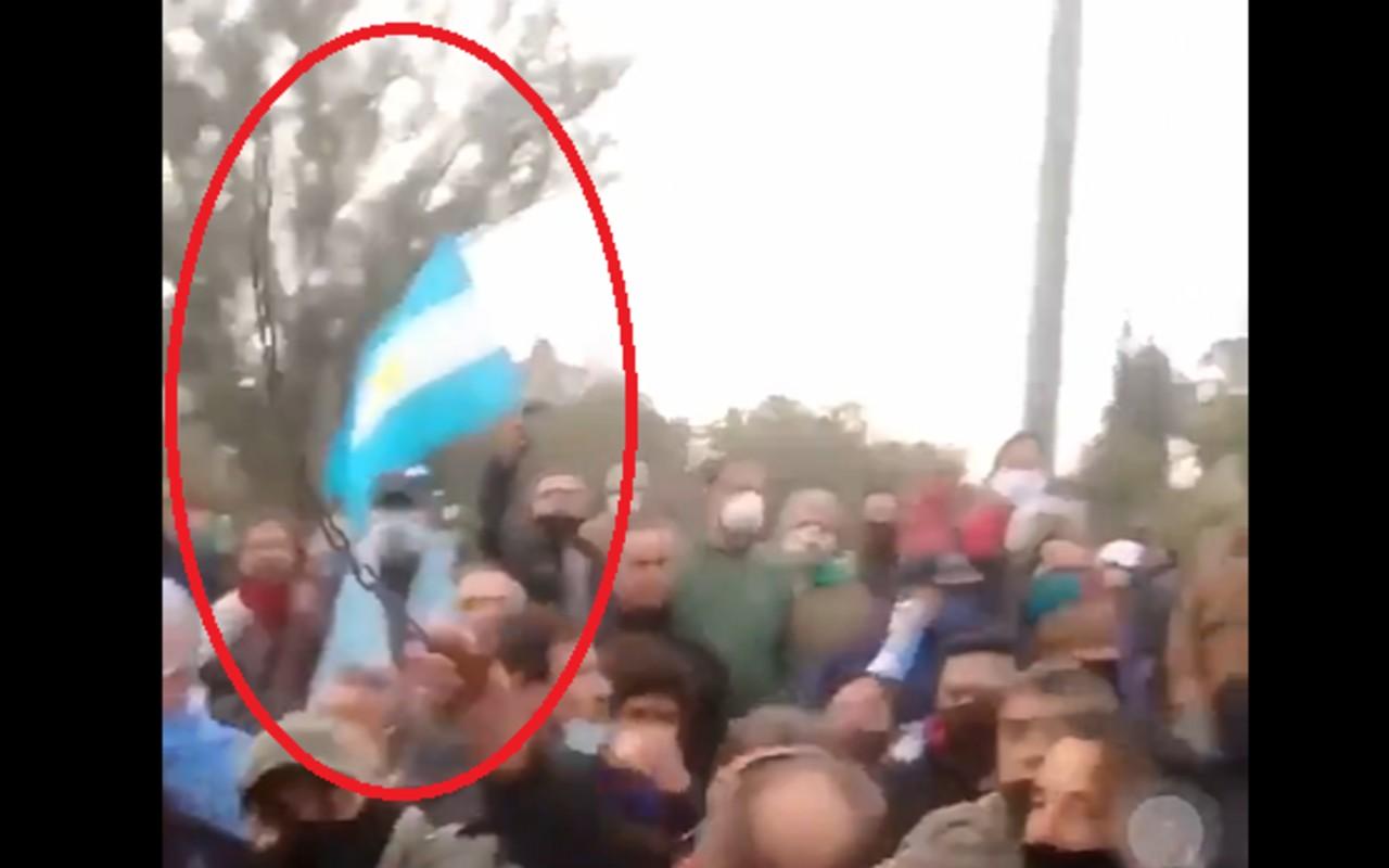 homófobo cadena bandera lgbt