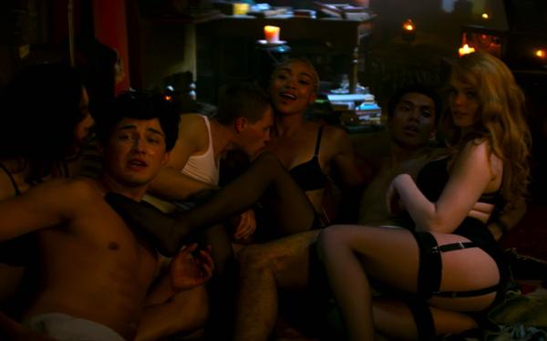 sabrina-orgía-momentos-homoeróticos