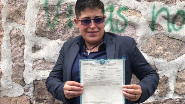 Celeste Maldonado con acta de divorcio en Michoacán