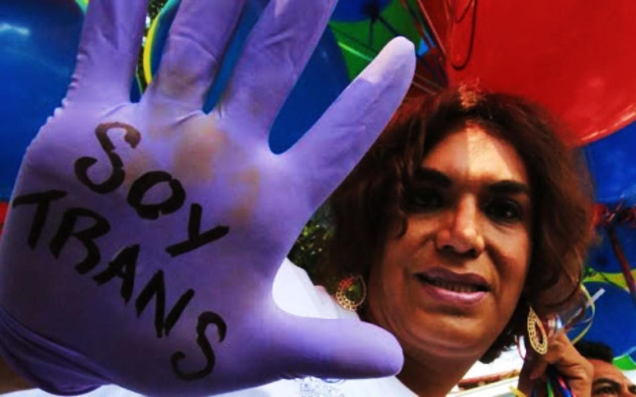 mujer trans hombre vestido mujer