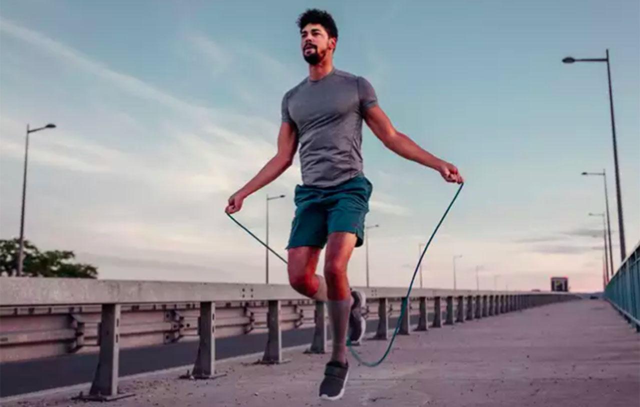 Saltar la cuerda tiene bastantes beneficios que las personas jamás imaginaron.