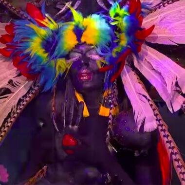 El controvertido look de Aviesc Who que hizo blackface.