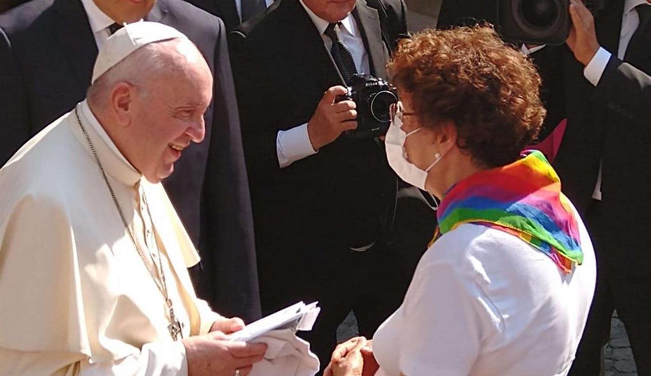 El Papa Francisco recibió a una asociación de padres de hijos LGBT+.