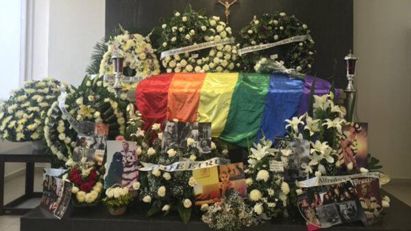 Bandera del Orgullo LGBT+ adornó el funeral de Wansa Seux.