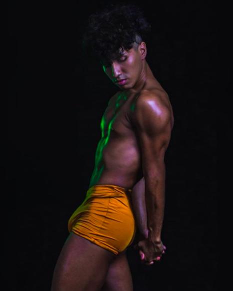 Rudy Reyes fuera de drag, una concursante de La más draga 3.