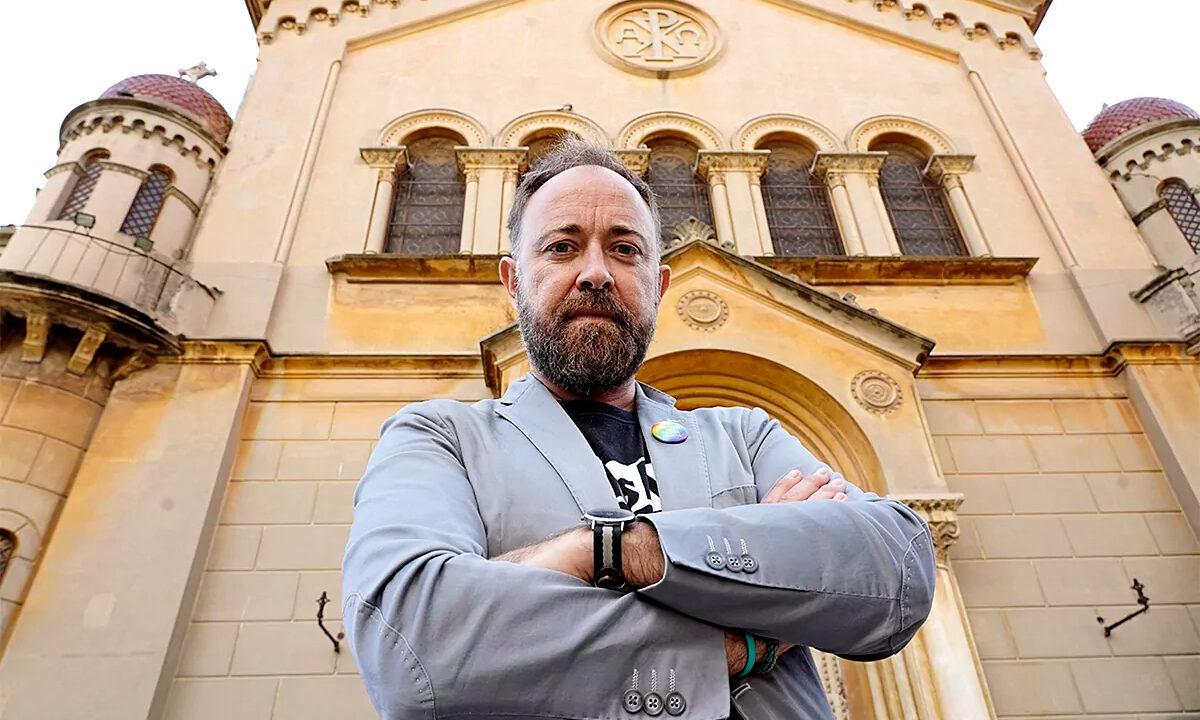 Javier Vilalta fue condenado por ocultar su orientación sexual