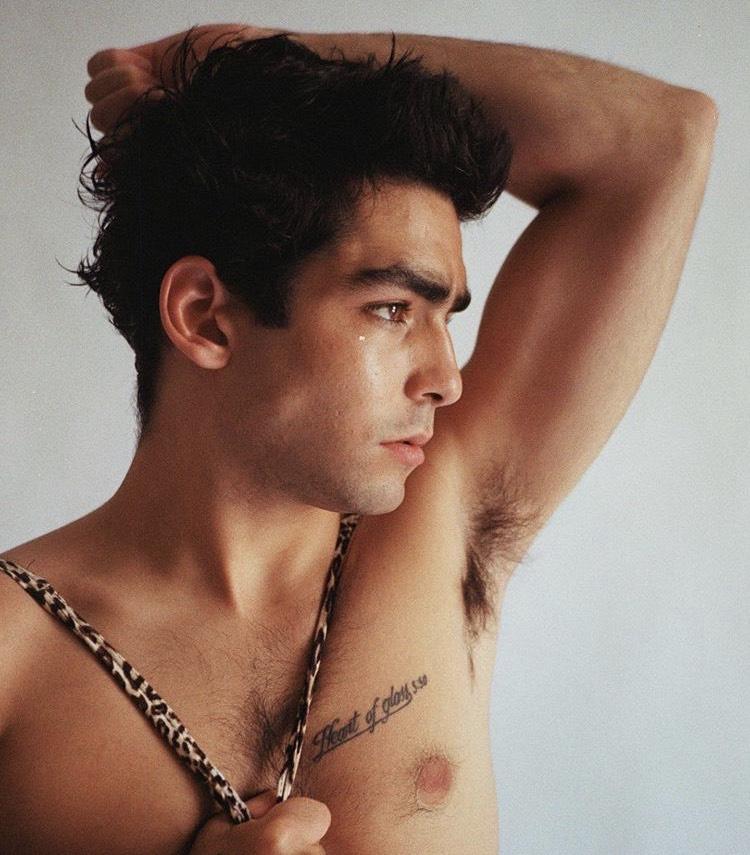 Omar Ayuso en jockstrap fotos hot actores Élite