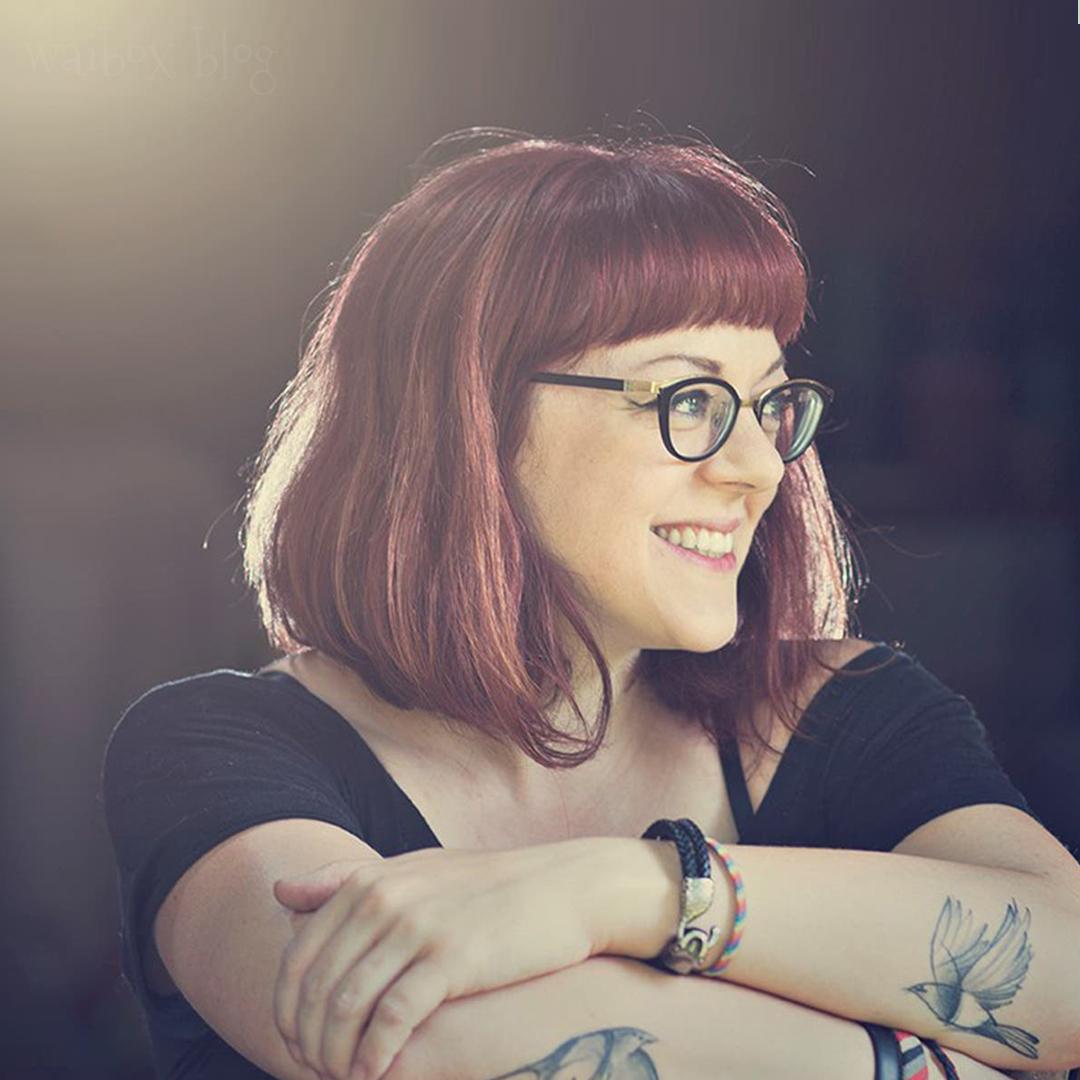 V.E. Schawbs, creadora de la serie que promete ser el Crepúsculo LGBT+
