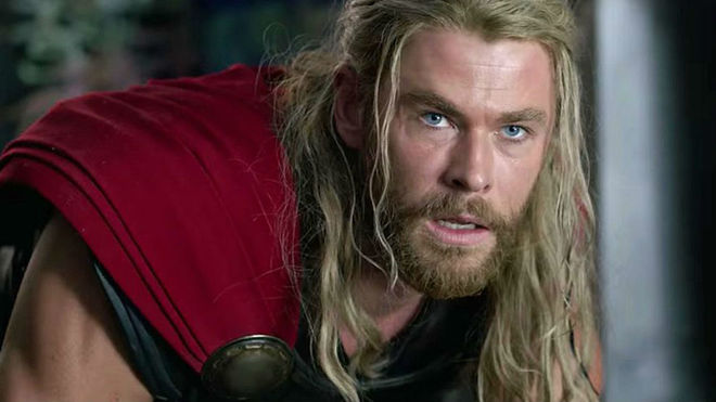Chris Hemsworth Thor pelo largo