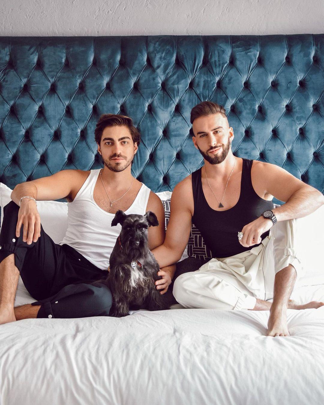 Conoce a los perritos de estos famosos latinos gays