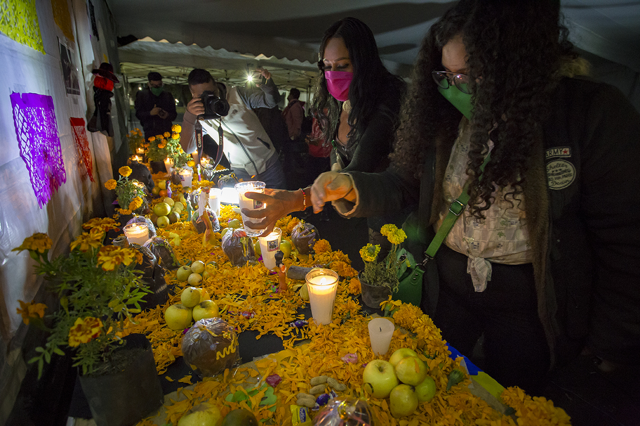 La Casa de las Muñecas Tiresias hizo una ofrenda a víctimas trans