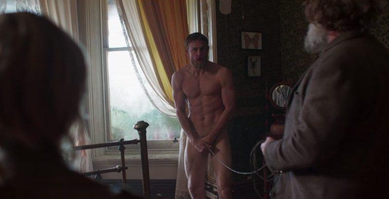 escenas desnudos 2020 Charlie Hunnam