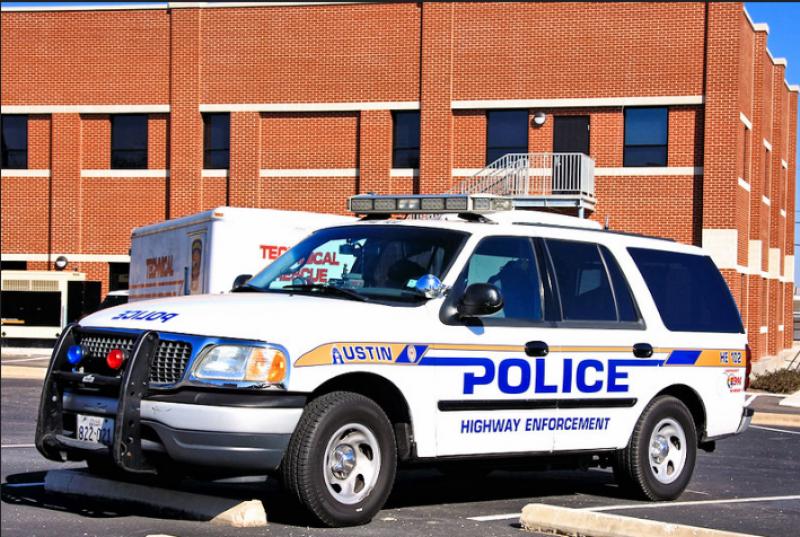 vehiculo policia austin texas sospechoso gay