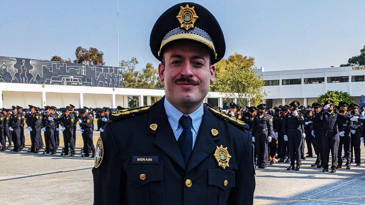Javier Berain policía LGBT+