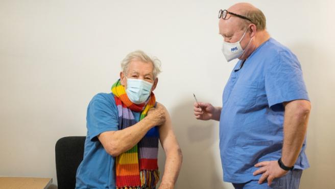 vacuna VIH covid ian mckellen actor