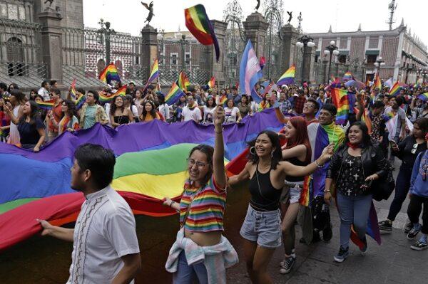 Conapred reprime a arzobispo de Puebla por comentarios homofóbicos