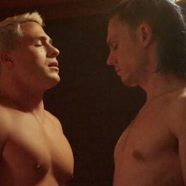 Evan peters colton haynes escenas homoeroticas