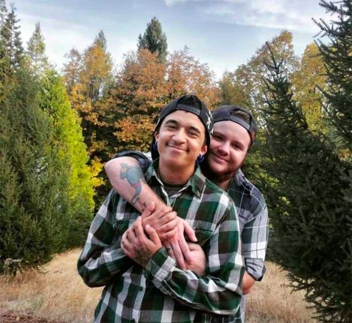 hombres trans pareja cariño