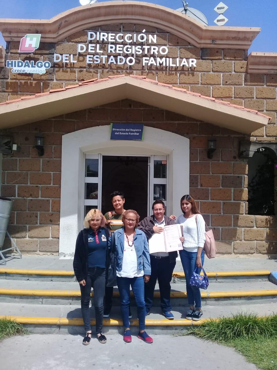 Ricardo Samir Espinoza del Villar primer taxista trans Hidalgo documentos