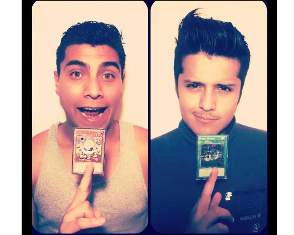 Adán y Erick juegan Yu-Gi-Oh!