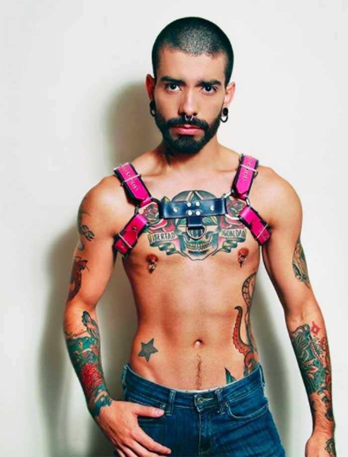 chico chileno muchos tatuajes