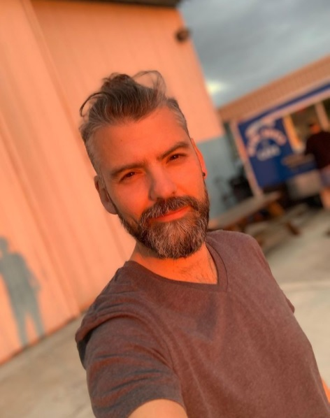 Beso gay de Vince Miranda