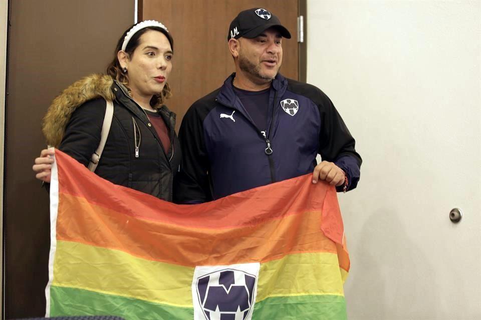 periodista trans de Nuevo León y Antonio Mohamed