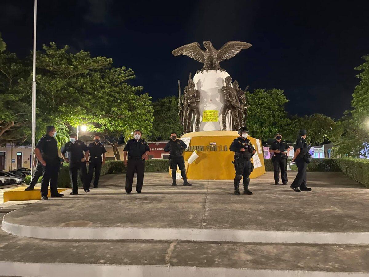 Policía de Mérida contra manifestantes LGBT+