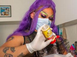 Drag queen abre taquería en CDMX
