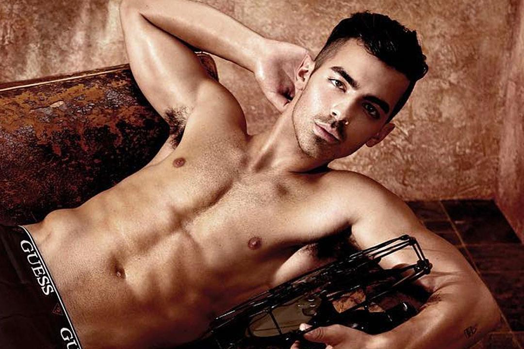 Joe Jonas famosos en calzones