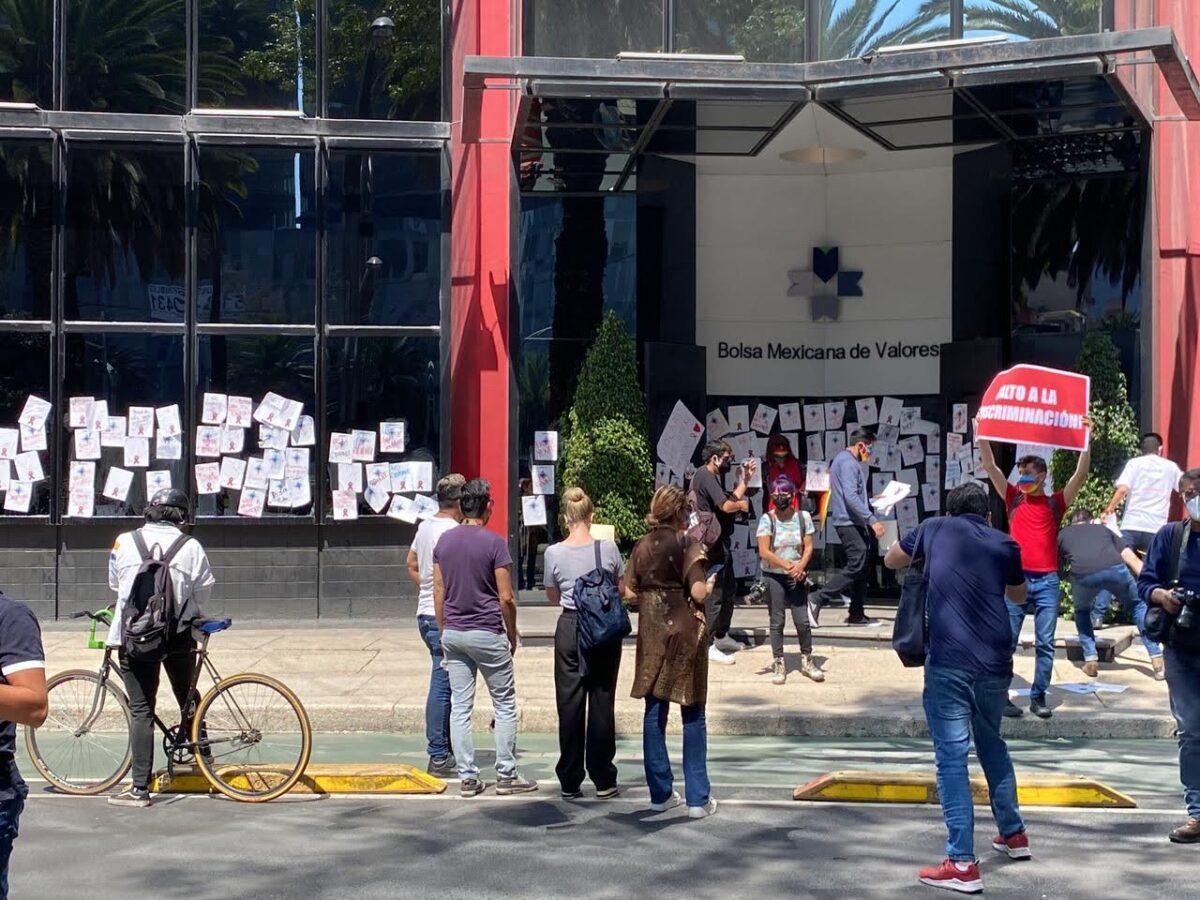 protesta volaris vih bolsa mexicana valores armando uri discriminacion