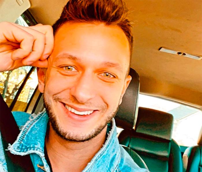 hombre feliz sonrisa realizado