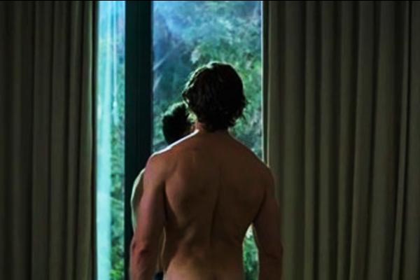 Eugenio Siller desnudo personaje gay