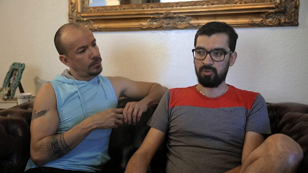 Fernando Urías y Víctor Aguirre pareja gay adopta un hijo