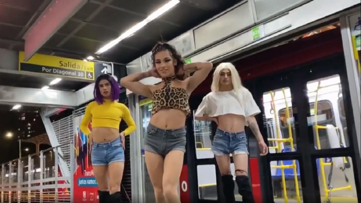 personas no binarias bailan vogue en TransMilenio