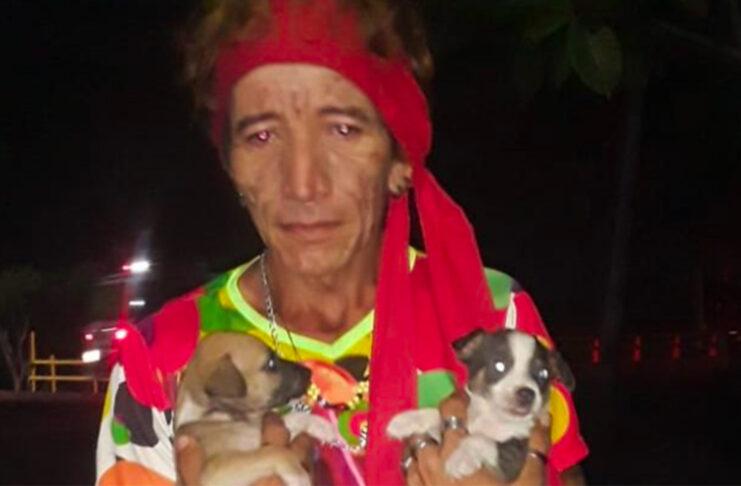 Mujer trans casa perros colombia