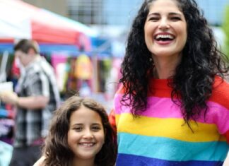 Hija de mamás lesbianas defiende la visibilidad lésbica