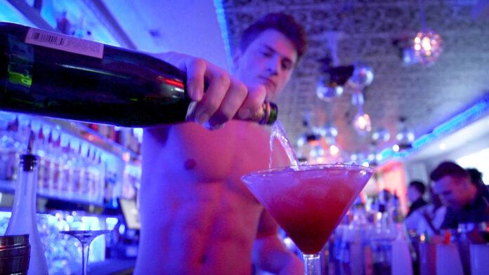 bar gay Torremolinos camareros heterosexuales