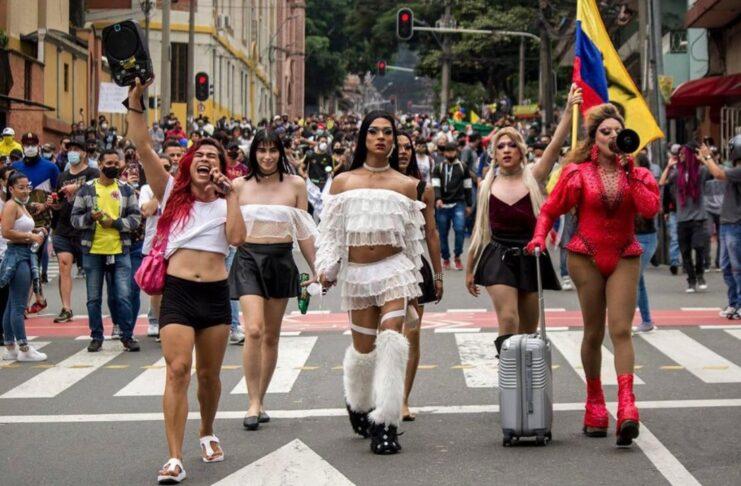 Comunidad LGBT+ marcha en paro nacional de Colombia