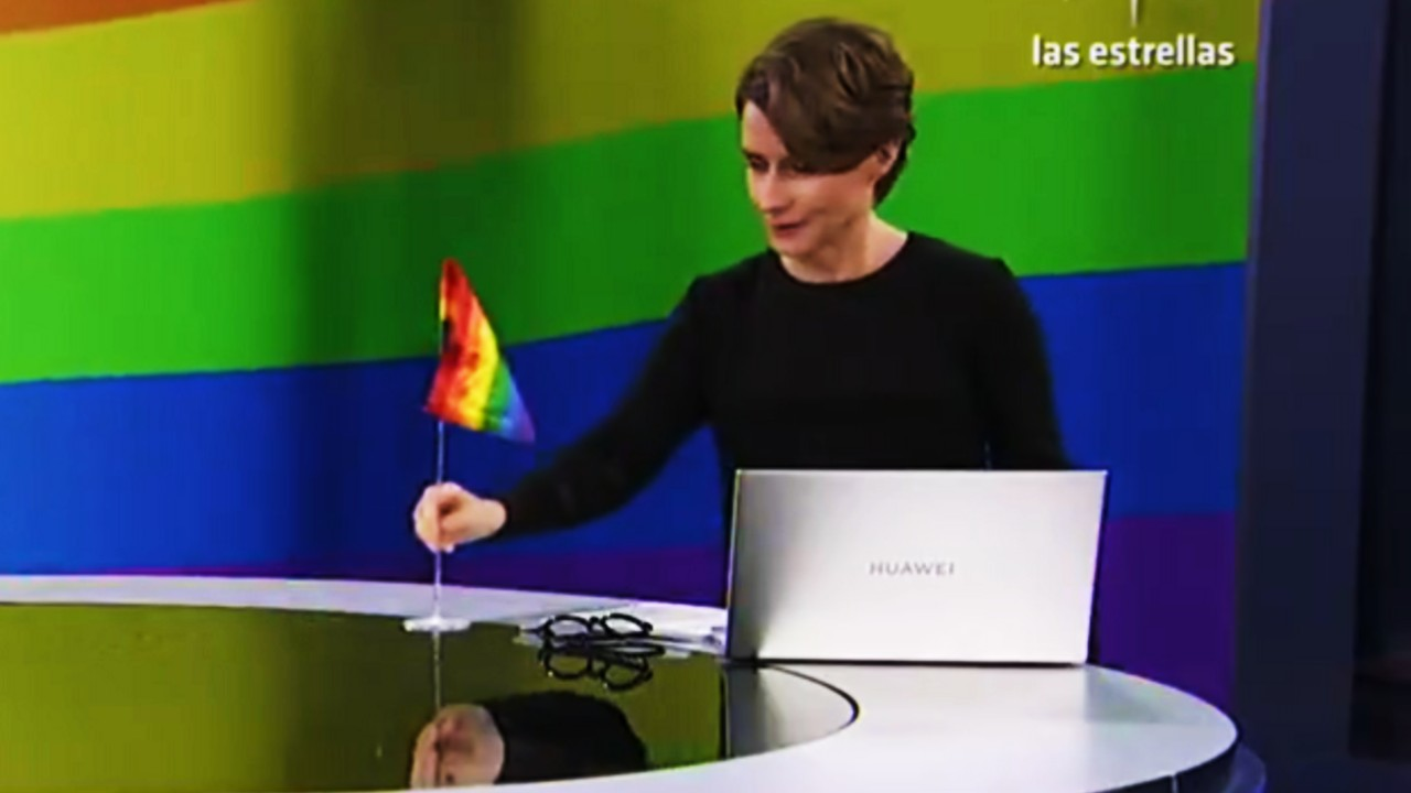 Denise Maerker saca bandera LGBT+