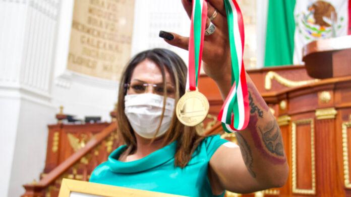 Congreso de CDMX otorga medalla a Kenya Cuevas