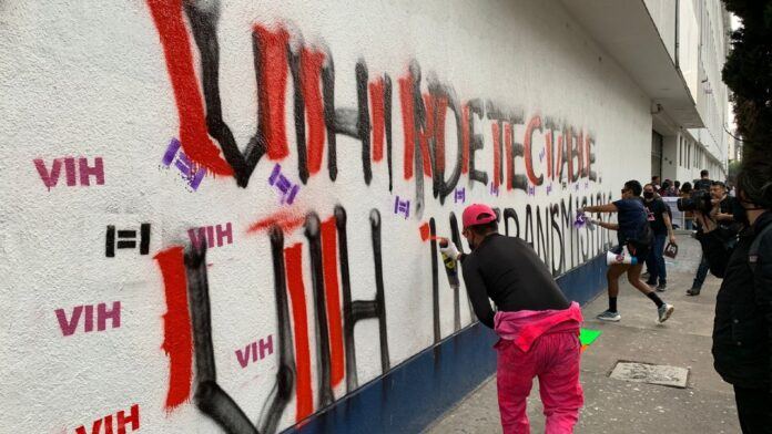 Protesta frente a Fiscalía CDMX por delito 'peligro de contagio'