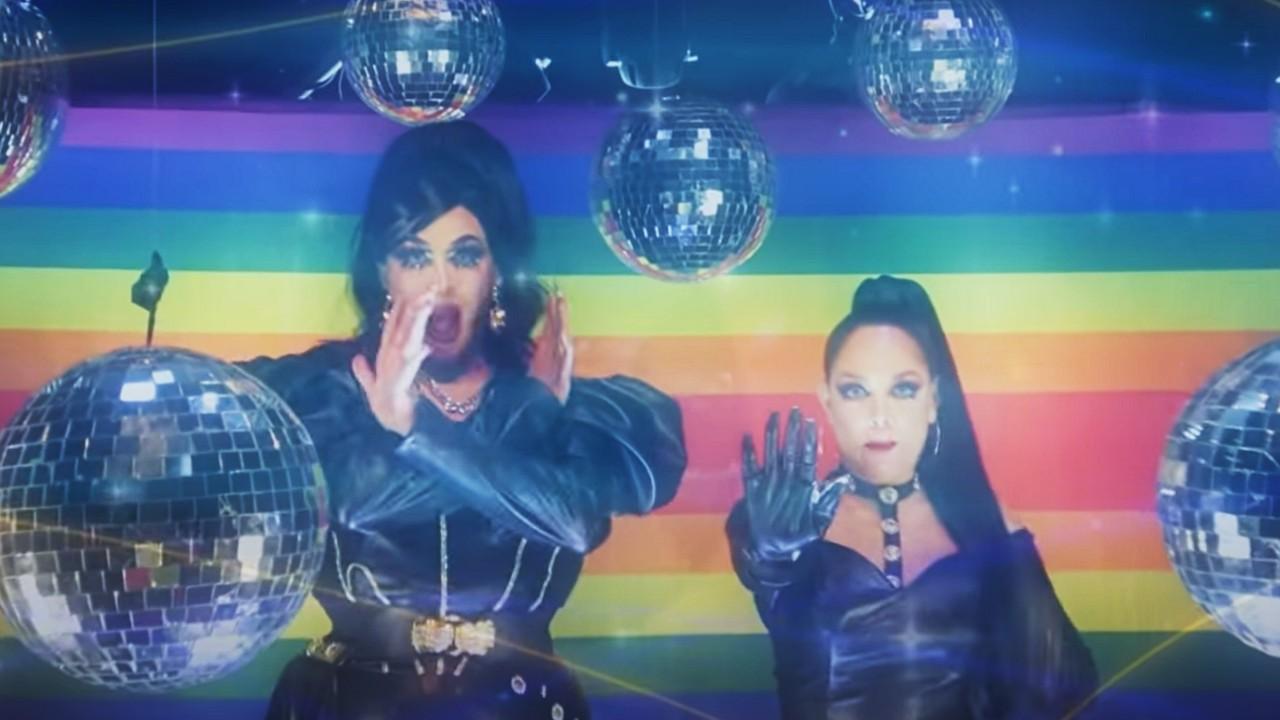 Tatiana hace dueto con drag queen y defiende a la comunidad LGBT+