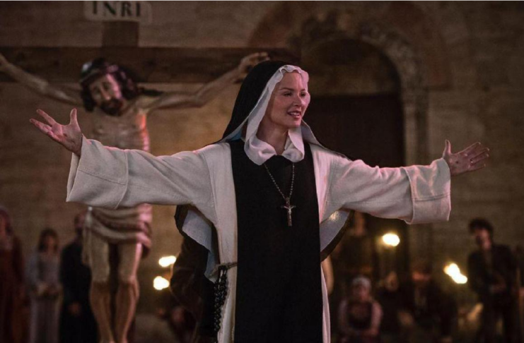 La película Benedetta trata sobre una monja lesbiana del siglo XVII